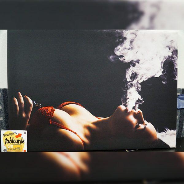 Tablou Canvas Femeie Fumand 2