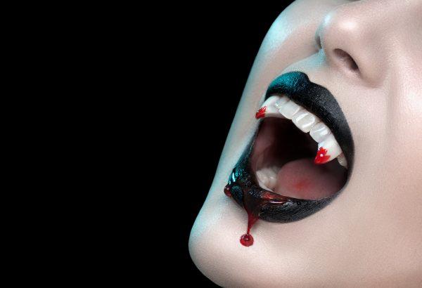 Tablou canvas Colti de vampir