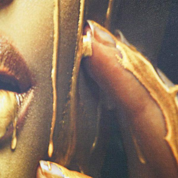Tablou canvas fata gold1